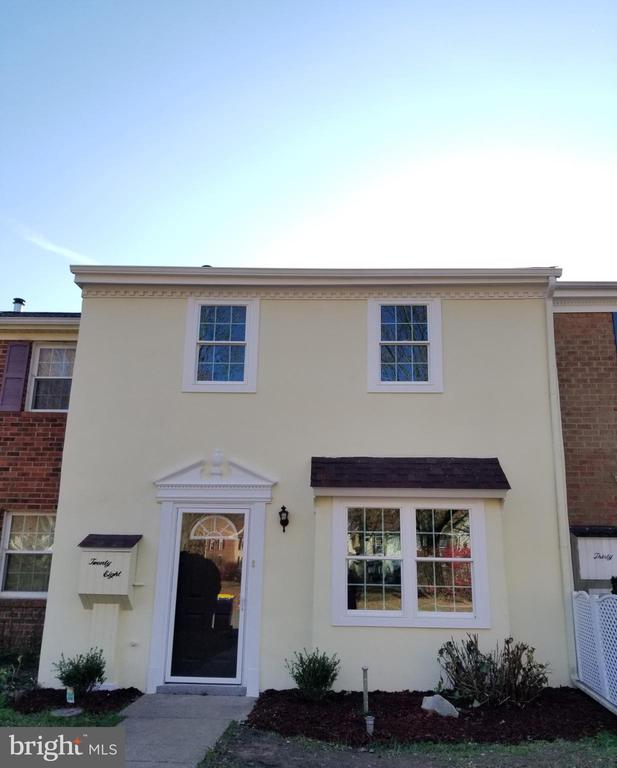 Dover DE Condominium Real Estate Sales - 28 Lamplighter Lane  2 Story For Sale