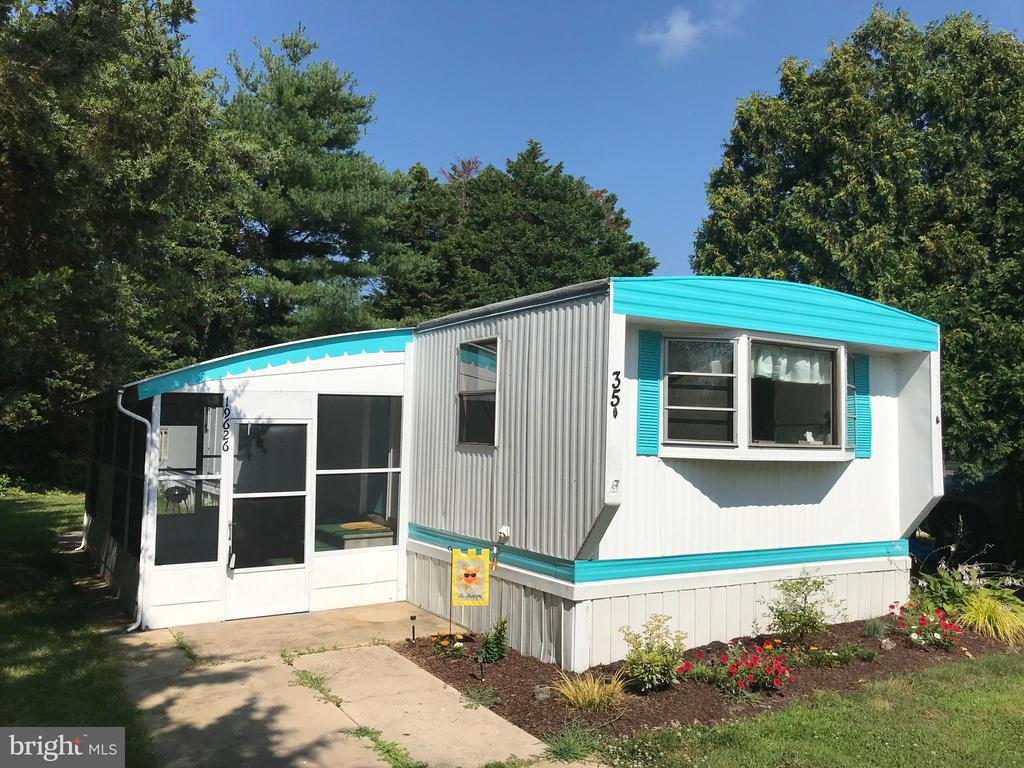 Rehoboth Beach DE Mobile Home Real Estate Sales - 19626 Queen Camelot Mobile Home Park  For Sale