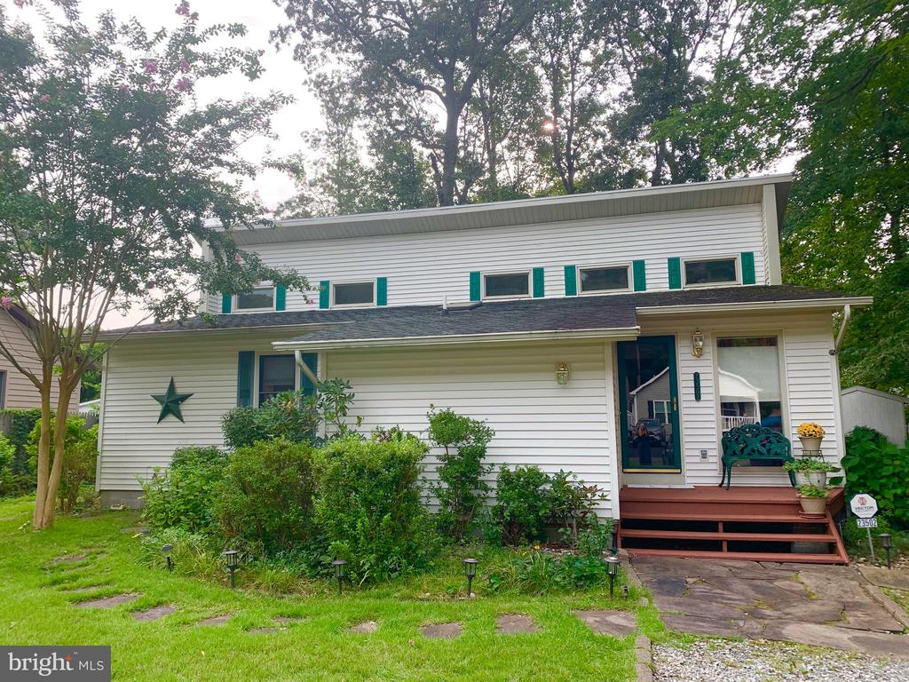 Lewes DE Single Family Home Real Estate Sales - 23502 Oak St E Angola By The Bay  For Sale